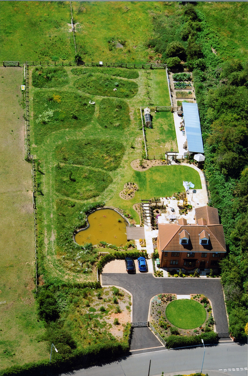 Aerial photograph of Bracken House and its gardens - June 2011